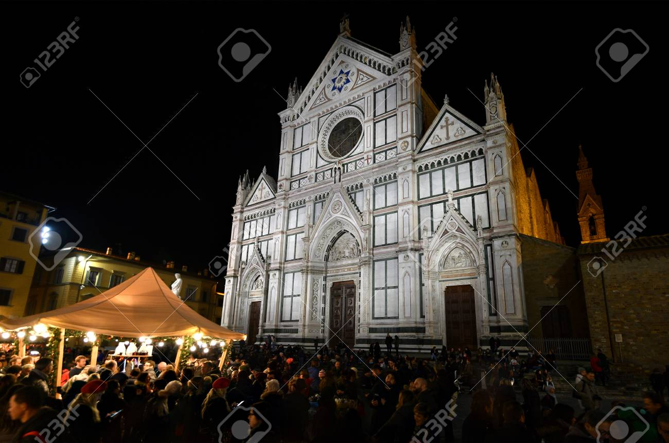 Christmas In Florence Italy.Florence Italy December 2018 The Crowd Of Tourists At The