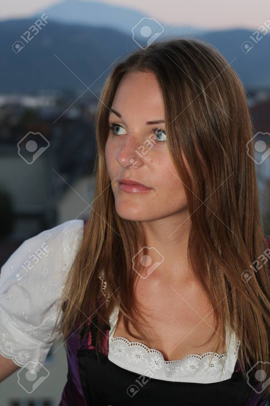 Woman lookingto the side Stock Photo - 10888996