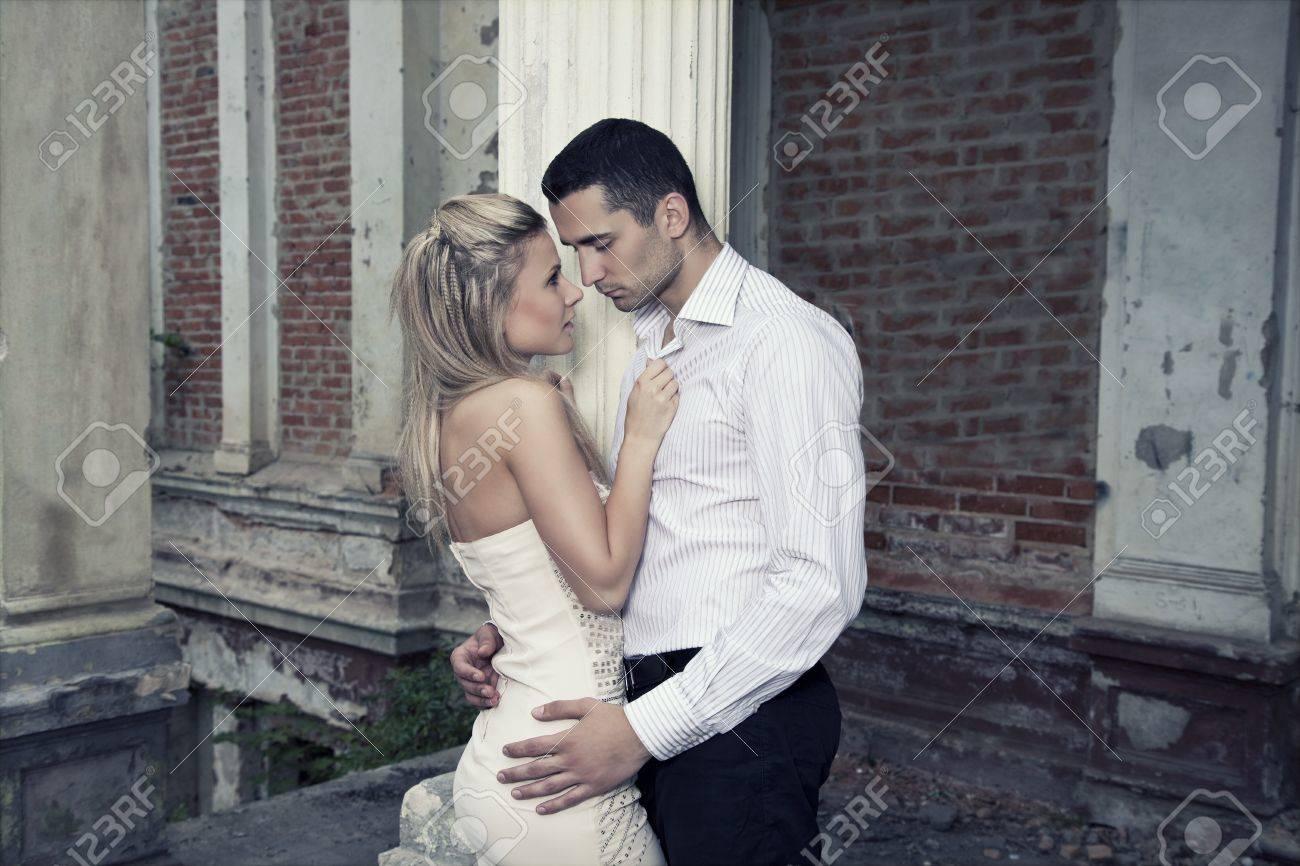 Romantic photo of a kissing couple Stock Photo - 10019589