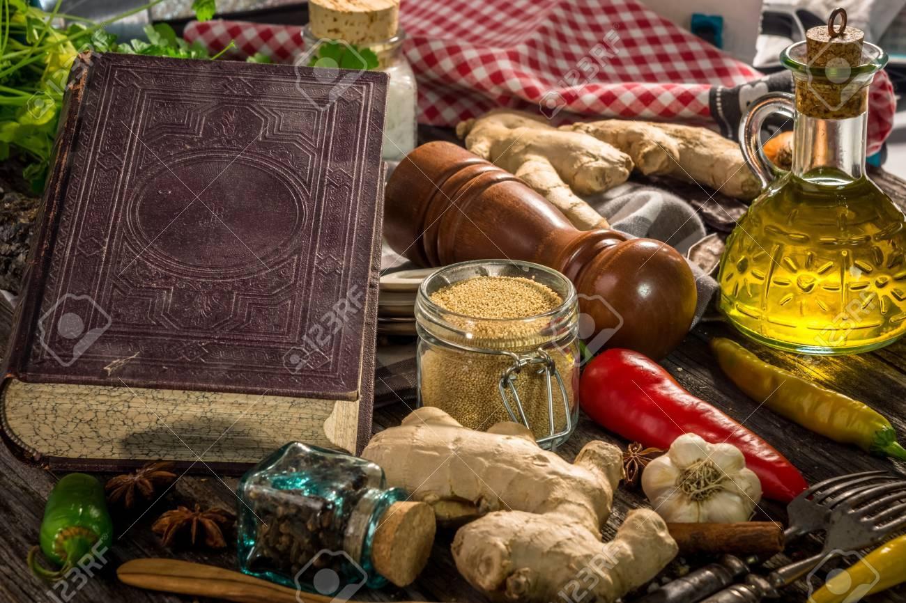 Ancien Livre De Cuisine Avec Des Ingredients