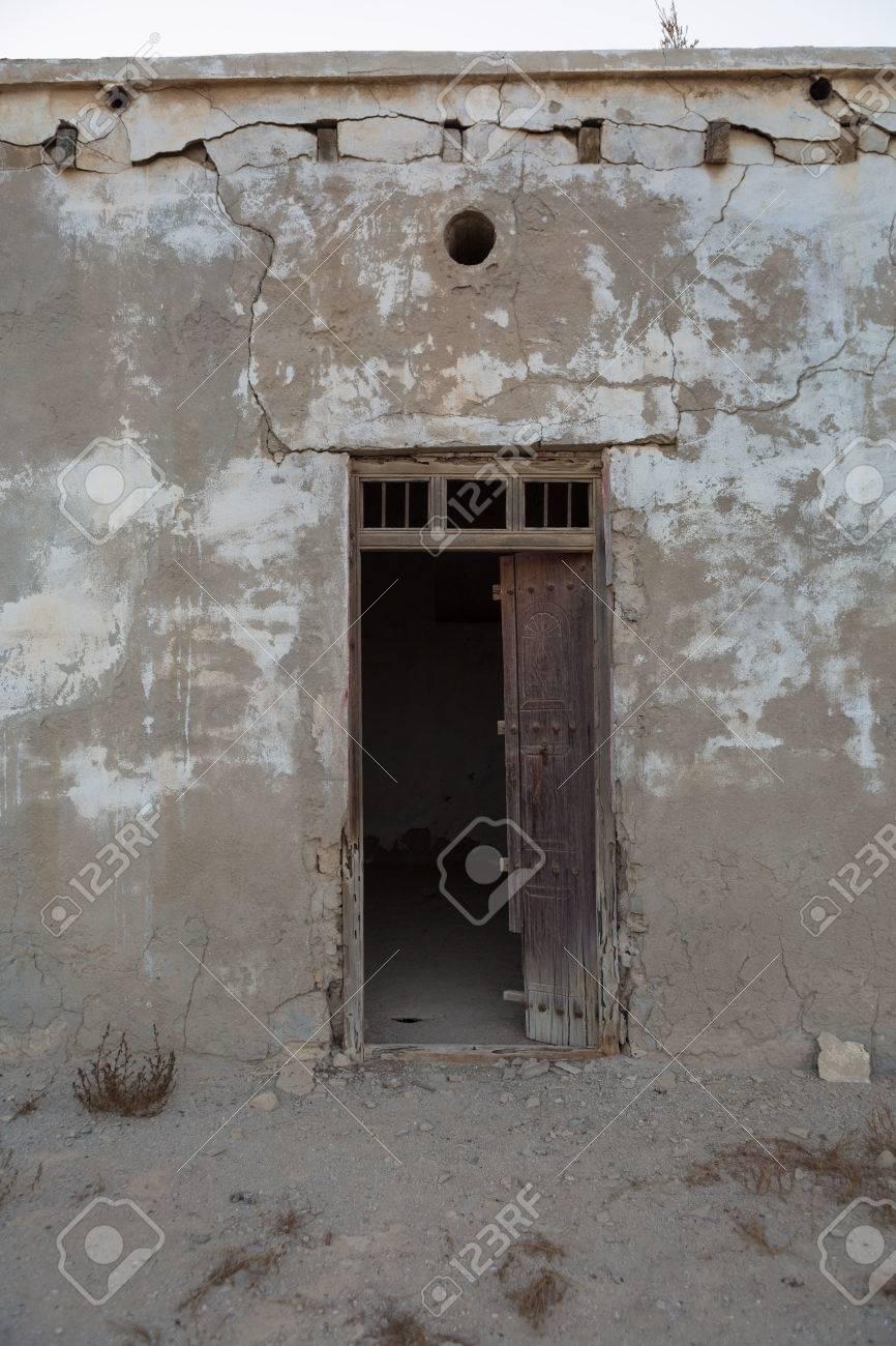 Traditionelle Verwitterten Holztürrahmen, Alte Ras Al Khaimah ...