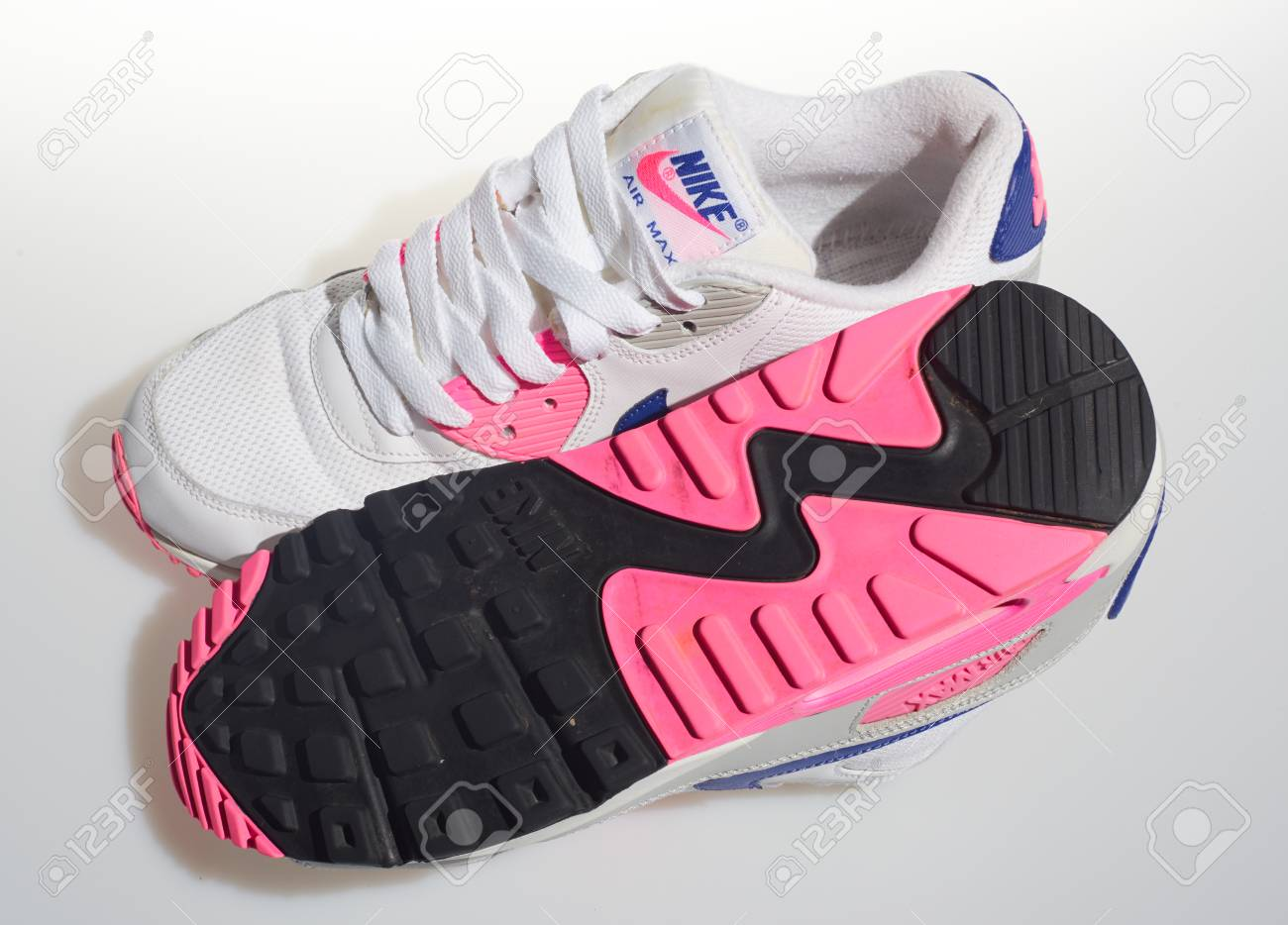 detailing 100% authentic autumn shoes london, englabnd, 05/08/2018 Nike Air max 90s, White, pink, purple,..