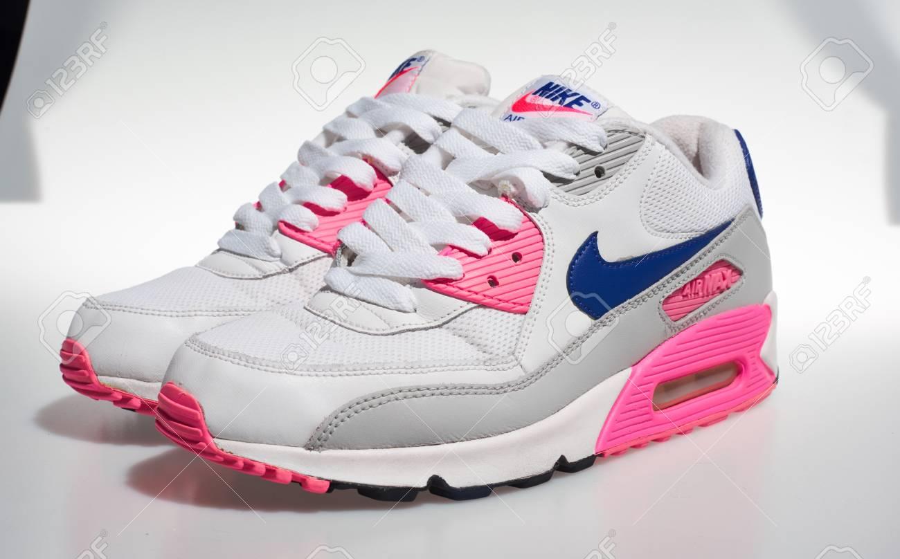 pink nikes 2018