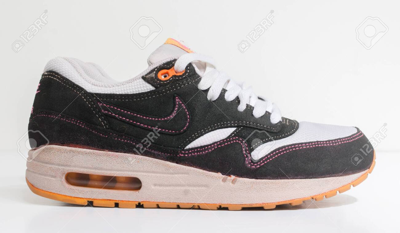 liberal vestíbulo simpatía  London, Englabnd, 05/08/2018 Nike Air Max 1 Customs , White And.. Stock  Photo, Picture And Royalty Free Image. Image 134881686.