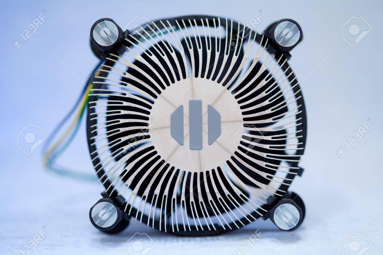 CPU-Kühler Auf Blauem Hintergrund Lizenzfreie Fotos, Bilder Und ...
