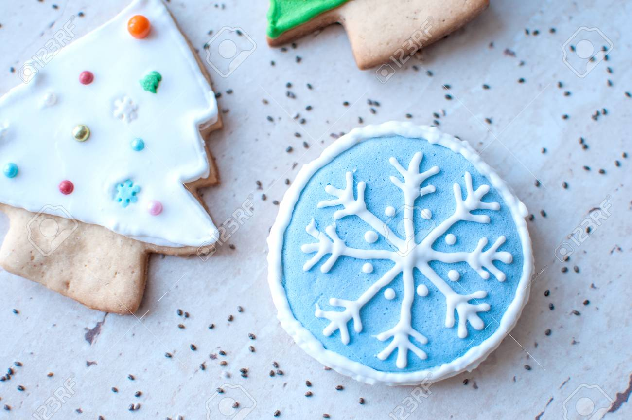 Two Gingerbread Cookies In The Shape Of The Green And White Christmas
