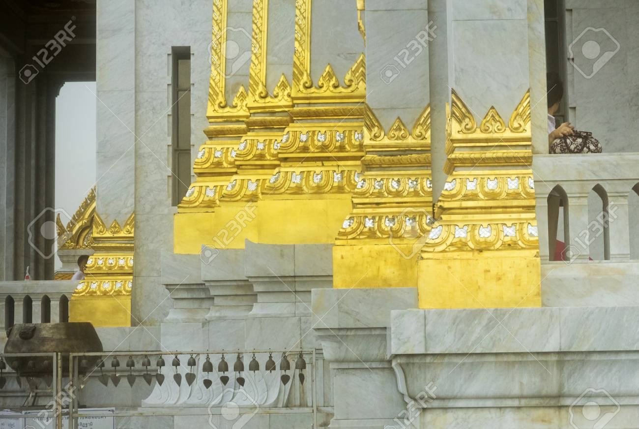 GOLDEN BUDDHA TEMPLE, BANGKOK, THAILAND, 28 SEPTEMBER 2014: Entrance to the temple housing the world\'s largest solid gold statue - 32534364