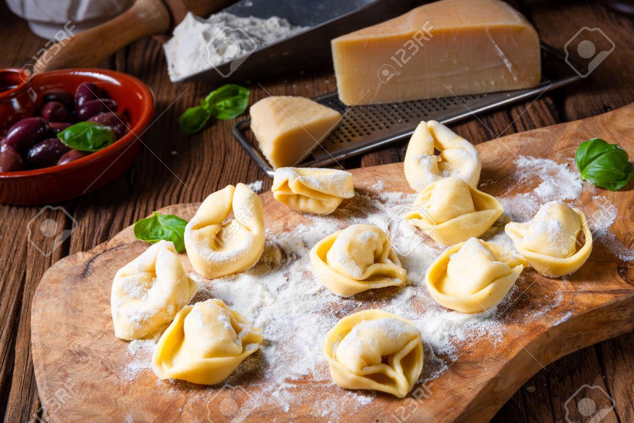 Delicious tortellini di formaggio with cheese and pepper filling - 123694959