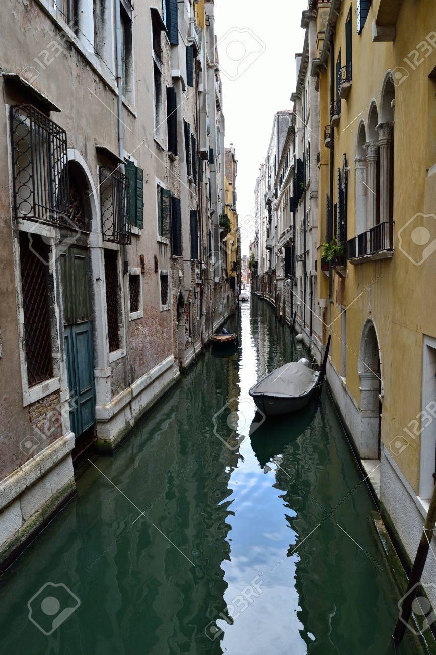 ヴェネツィア運河のゴンドラ ボート古代の建物 写真素材 , 26126808