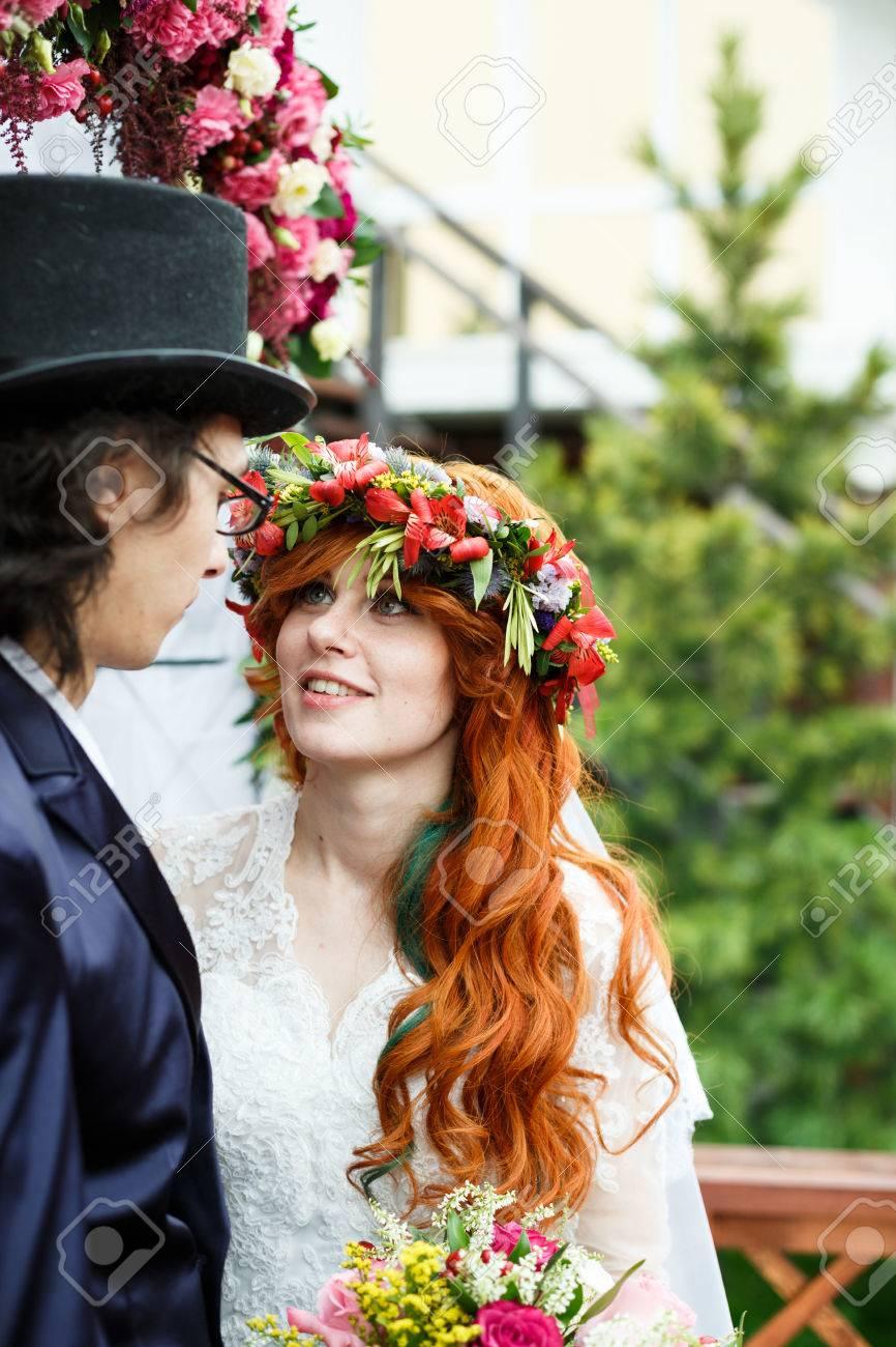 Close Up Von Glucklichen Jungen Brautpaar Rote Haare Braut