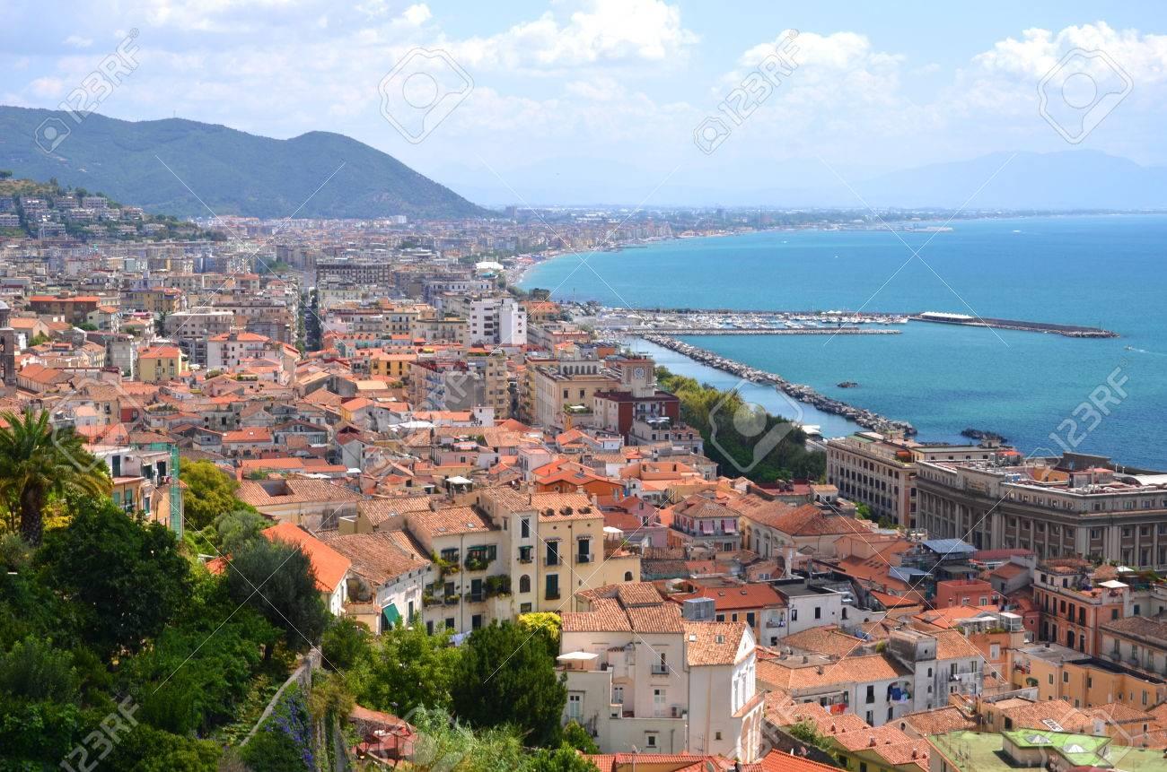 カンパニア地方、イタリアのサレ...