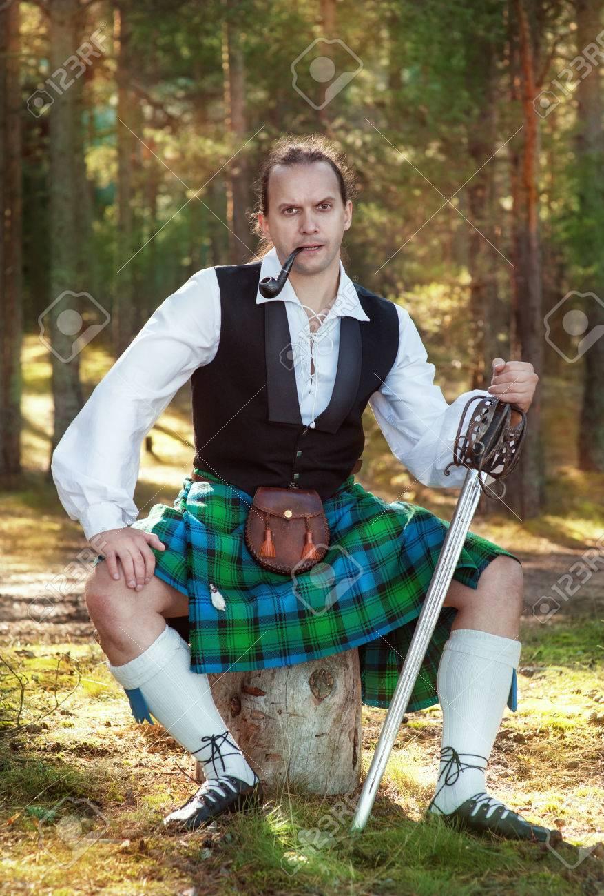 剣と屋外のパイプでハンサムなスコットランド人 の写真素材・画像素材 ...