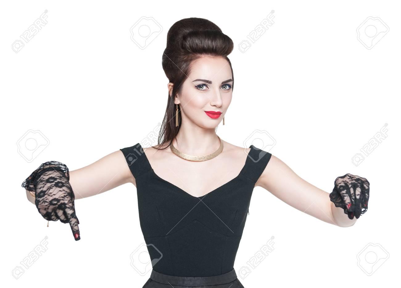 Jonge Mooie Vrouw In Retro Pin Up Stijl Laten Zien Op Iets Door De Vinger Geïsoleerde