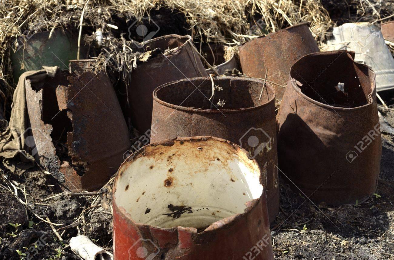 rusty bucket Stock Photo - 13600413