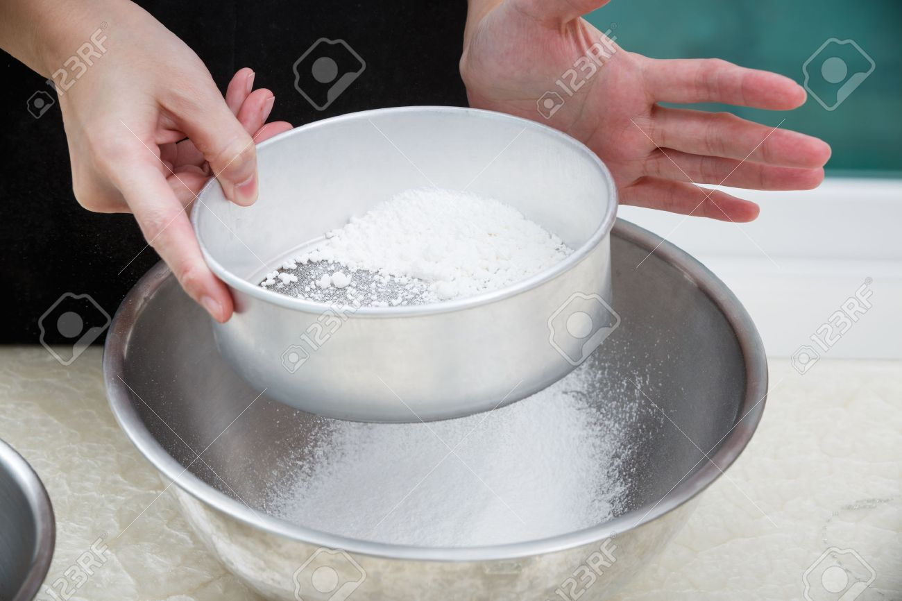 sifting flour with flour filter - 31284698