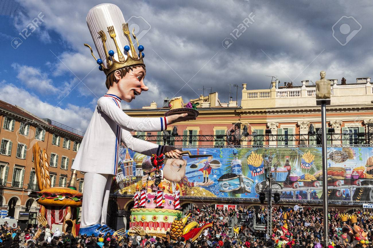 NICE - FRANCE - March 03, 2014: King of carnival 2014. The pastry-cook advancing with his huge cake, offering one slice on the plate - 69851336