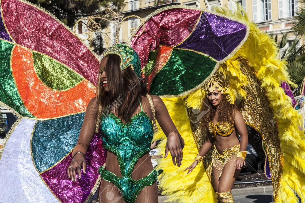 NICE - FRANCE - March 01, 2014: Carnival of Nice, Flowers' battle. Samba dancers - 97261717