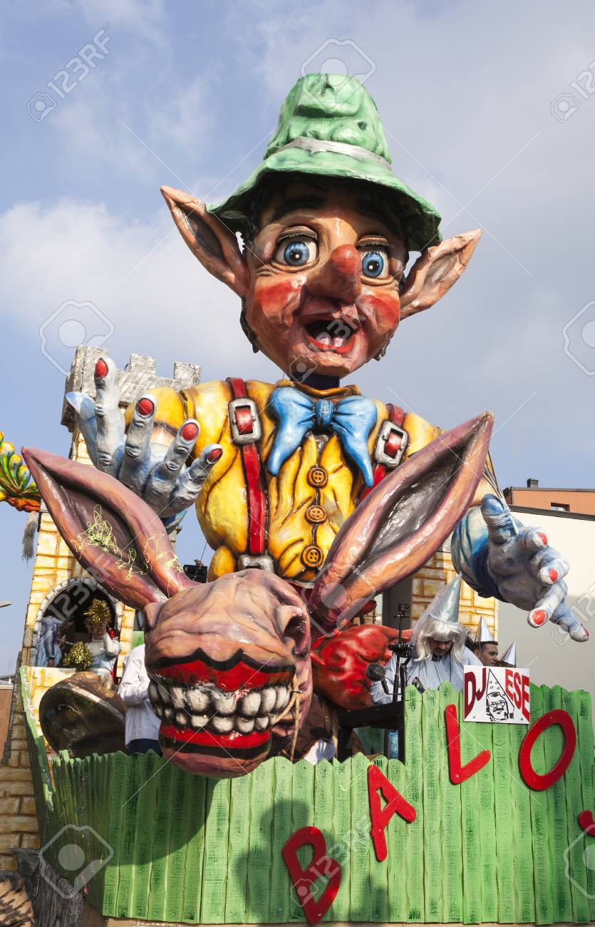CANTU - ITALY - February 11, 2018: Allegorical float of traditional carnival. Baloss. Carnival of COMO LAKE - 97234078