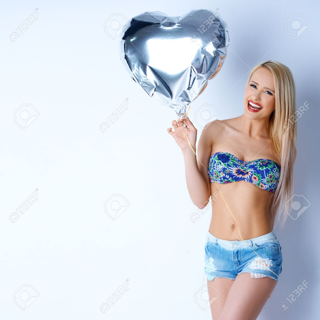 Sexy balloon babes — photo 13