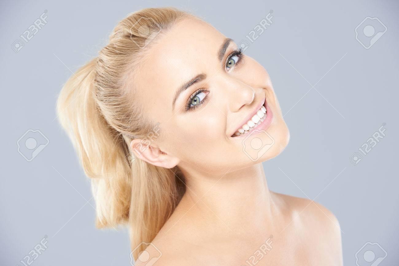 junge blonde frauen nackt