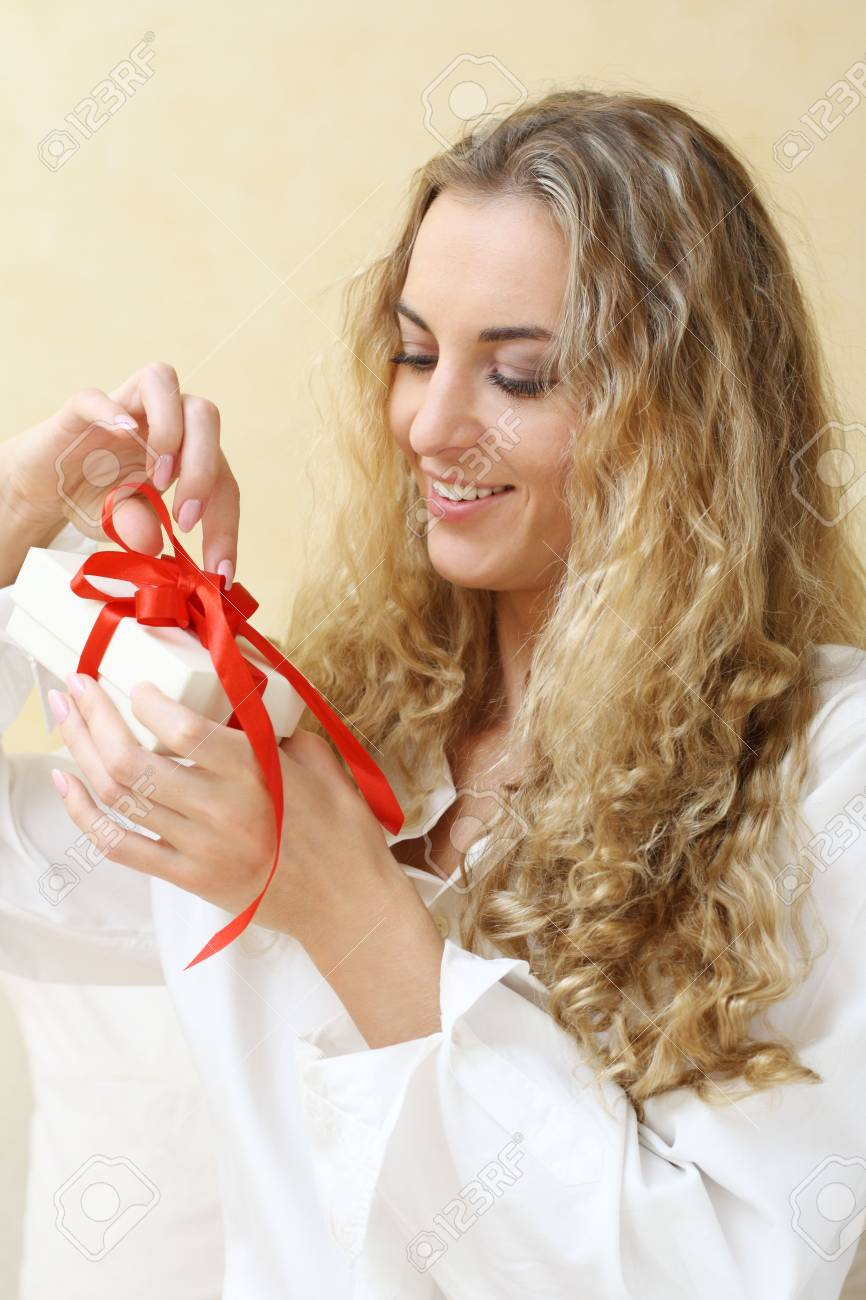 The smiling girl with the present Stock Photo - 6597989