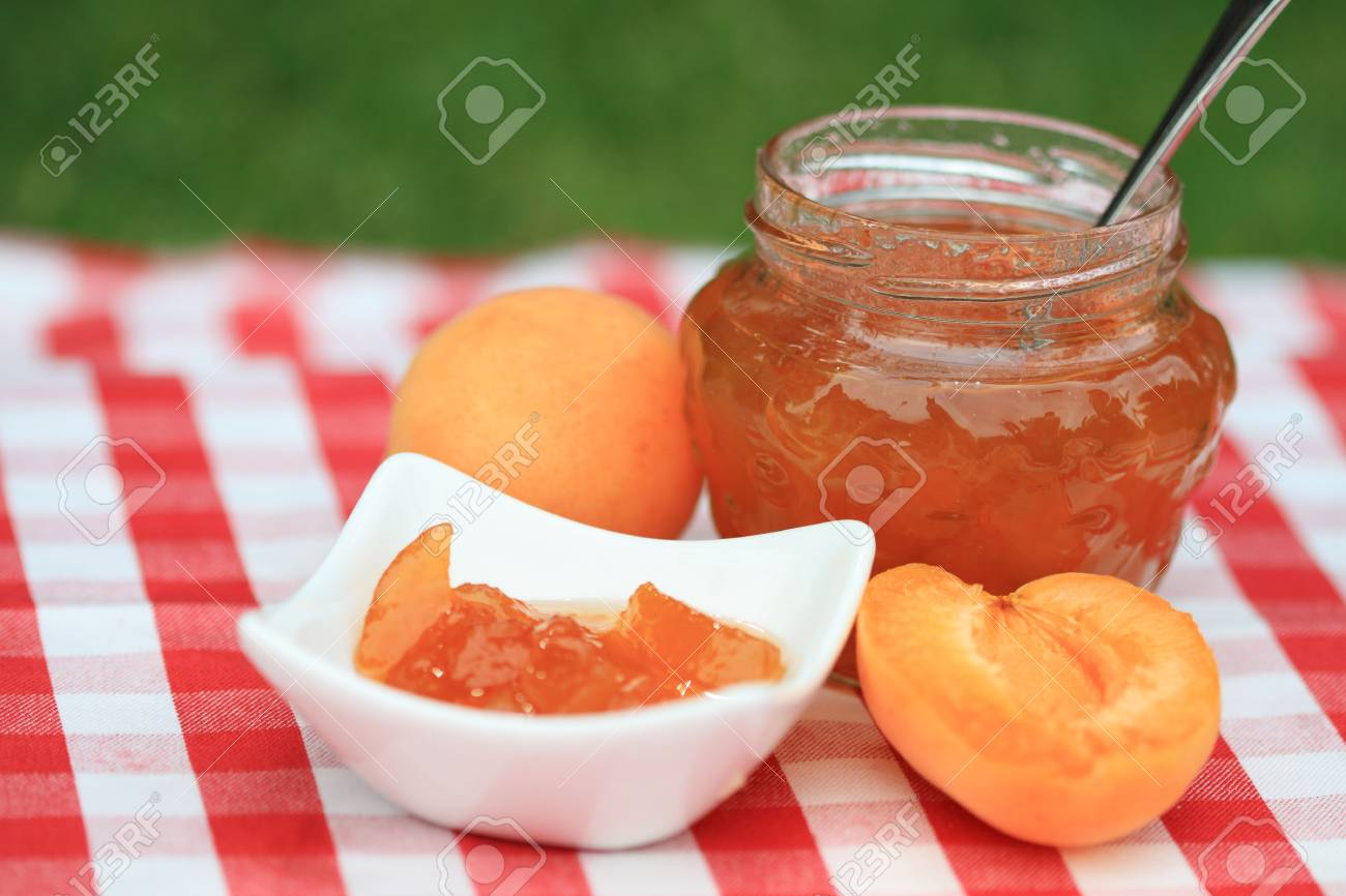 Jar of apricot jam and some apricots on the napkin Stock Photo - 7280397