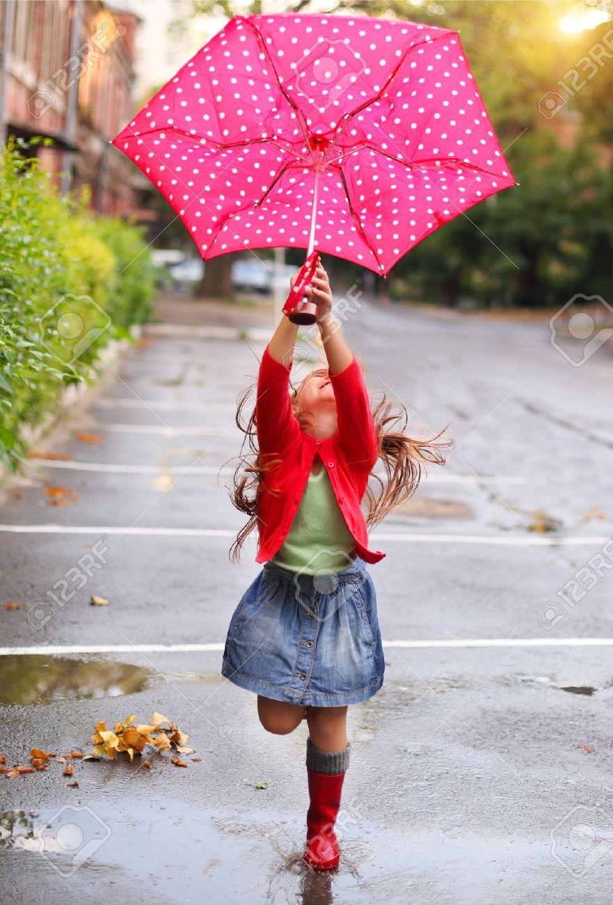"""Résultat de recherche d'images pour """"enfant sautant dans des flaques d'eau"""""""
