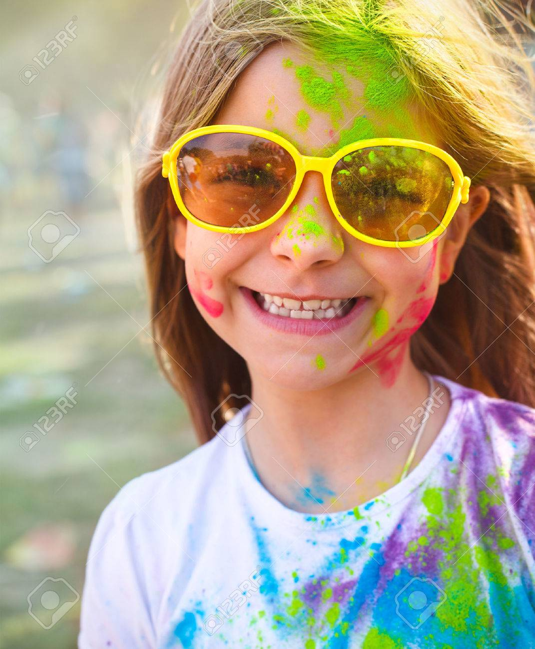 Portrait of happy cute litttle girl on holi color festival - 37522942