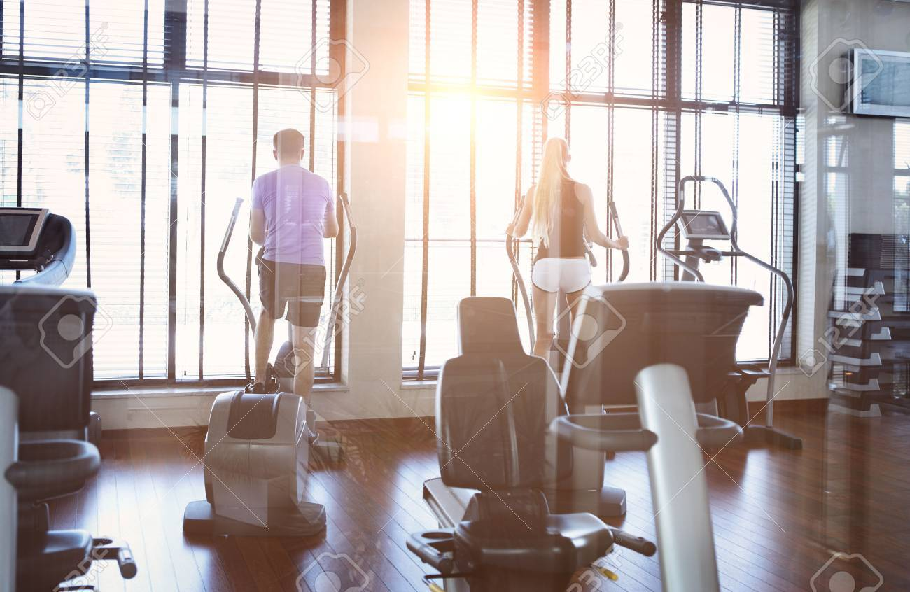 Healthy couple training on a treadmill in a sport centre - 40901674