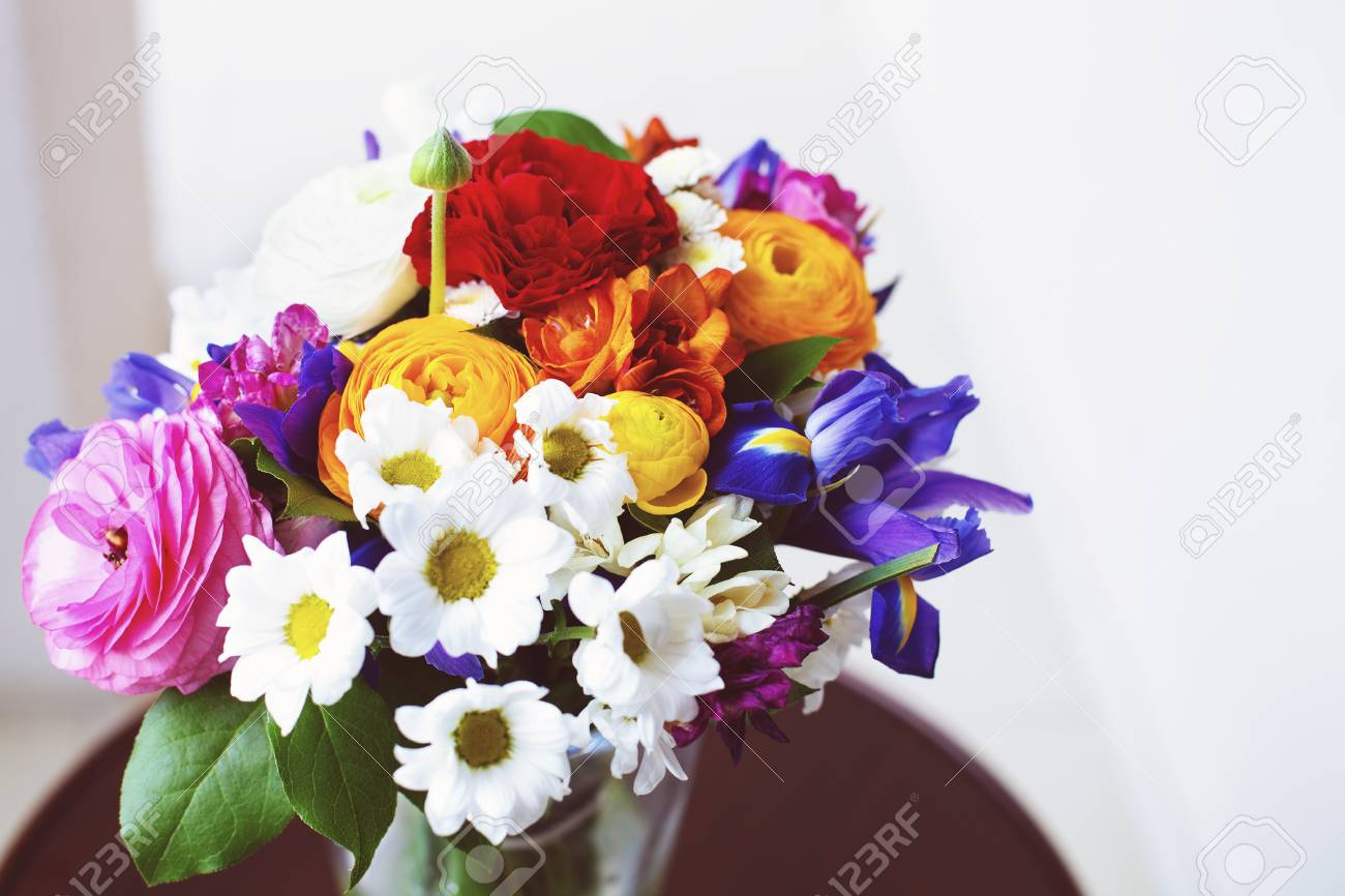 Bouquet Sposa Iris.Unusual Bright Wedding Bouquet With Ranunculus Roses And Irises