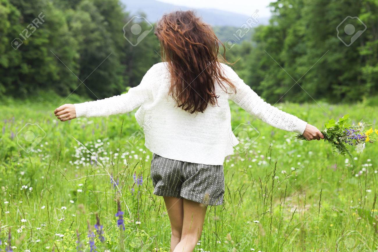 Happy pretty brunette woman in chamomile field, cute female relaxed on flowers meadow, spring nature, having fun outdoor - 73865307