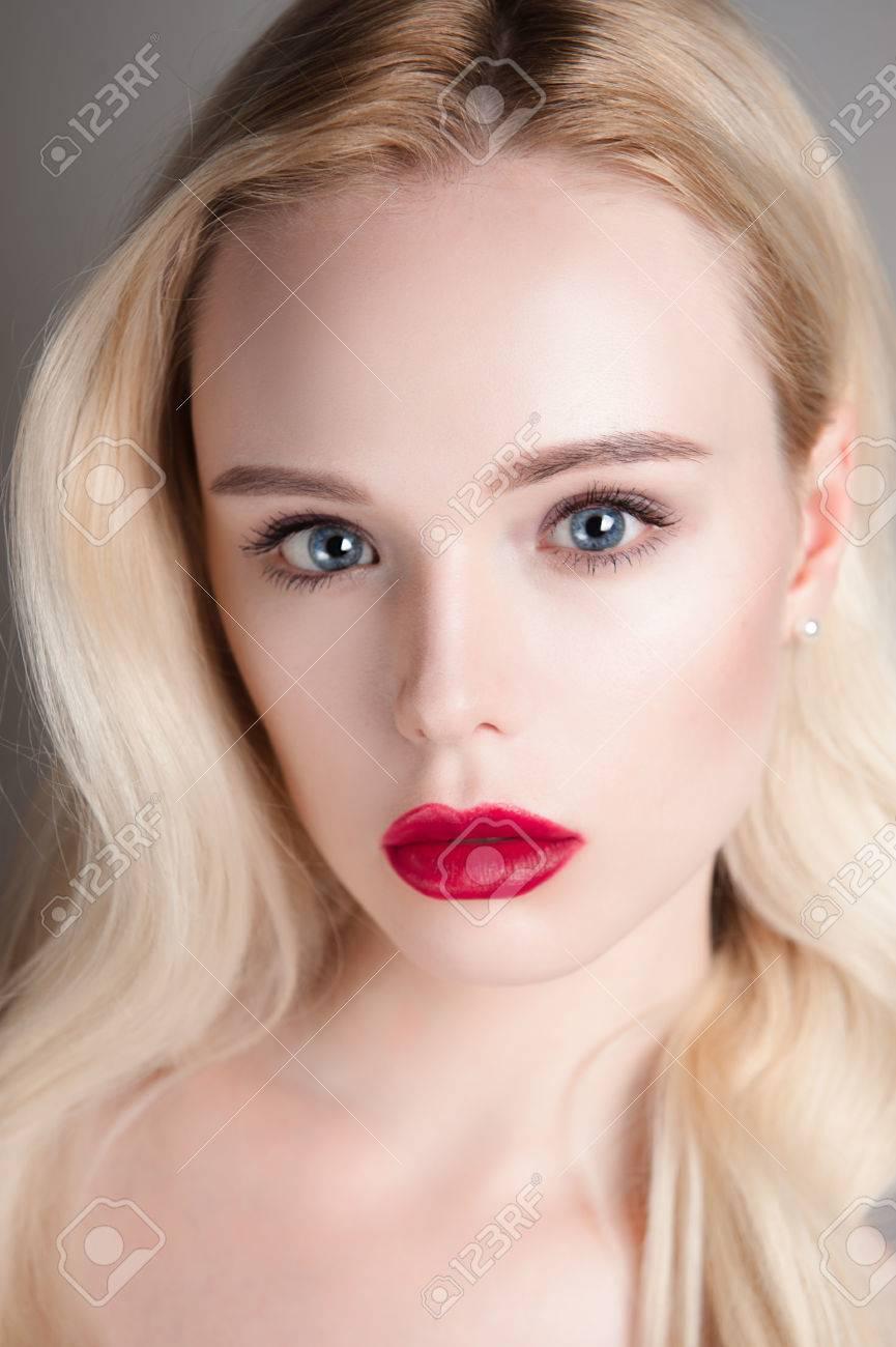 Schönheit Modell Mädchen Mit Perfekten Make Up Roten Lippen Und