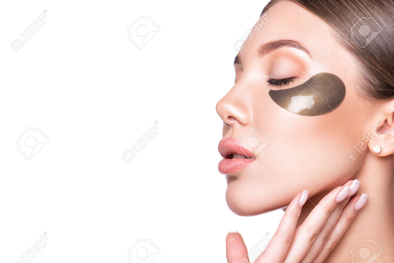 Beautiful model woman with collagen and hydrogel eye patch. - 165917990