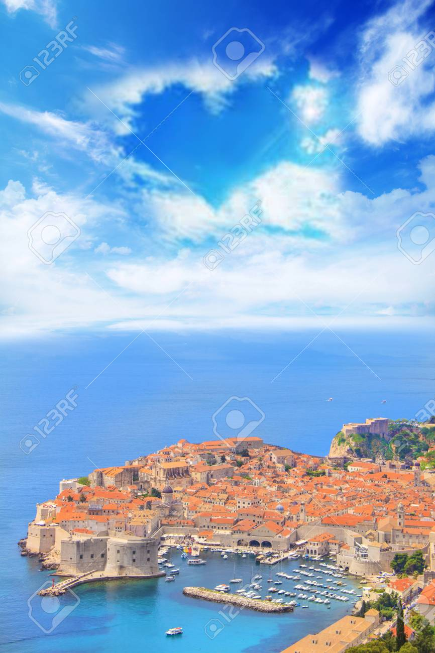 Beautiful view of the historic city of Dubrovnik, Croatia on a sunny day - 90850922
