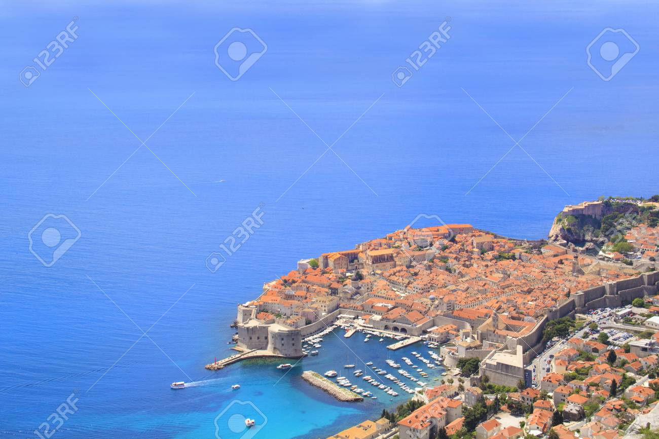 Beautiful view of the historic city of Dubrovnik, Croatia on a sunny day - 90850924