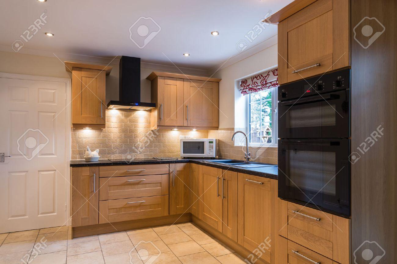 Hemmakök / modern inhemska kök med en ljus ek shaker stil design ...