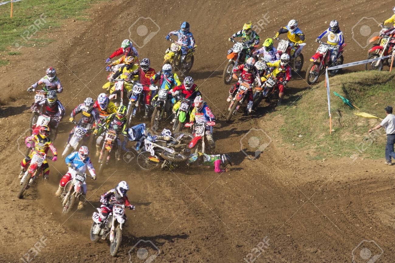 カルダーノ アル カンポ, イタリア - 2013 年 9 月;モトクロス レース ...