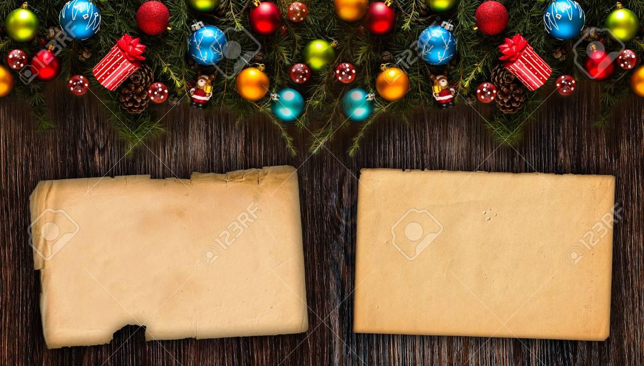 Frohe Weihnachten Rahmen Mit Echtem Holz Grünen Kiefern, Bunte ...
