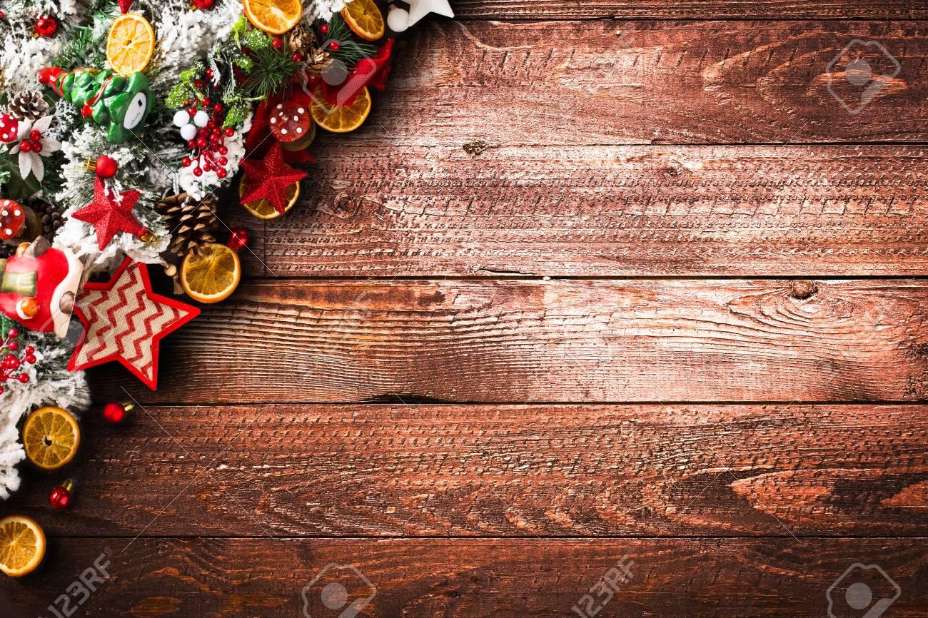 Frohe Weihnachten Rahmen Mit Grünen Kiefer, Bunte Kugeln, Knoten Mit ...