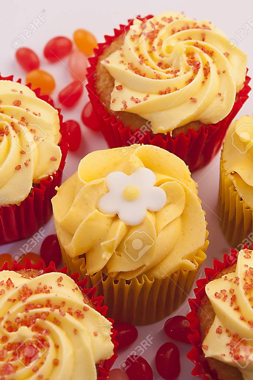 Kostliche Ananas Kuchen Mit Einem Puderzucker Blume Auf Der