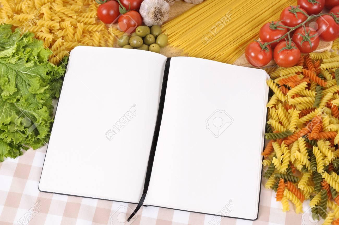 Selection Des Spaghettis Italiens Et Les Pates Avec Le Livre De Recette Vierge Ou Livre De Cuisine Espace Pour La Copie