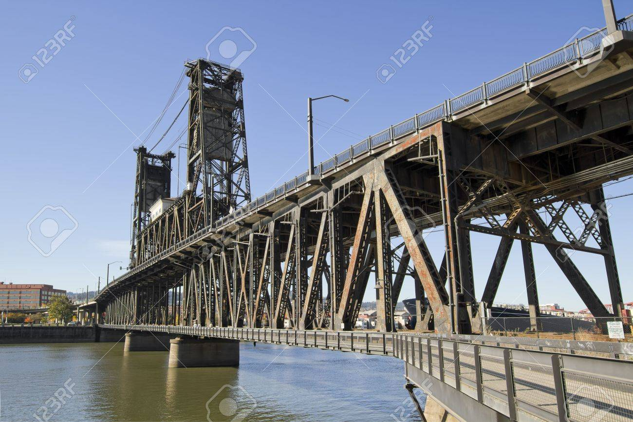 Steel Bridge over Willamette River in Portland Oregon 2 Stock Photo - 8152800