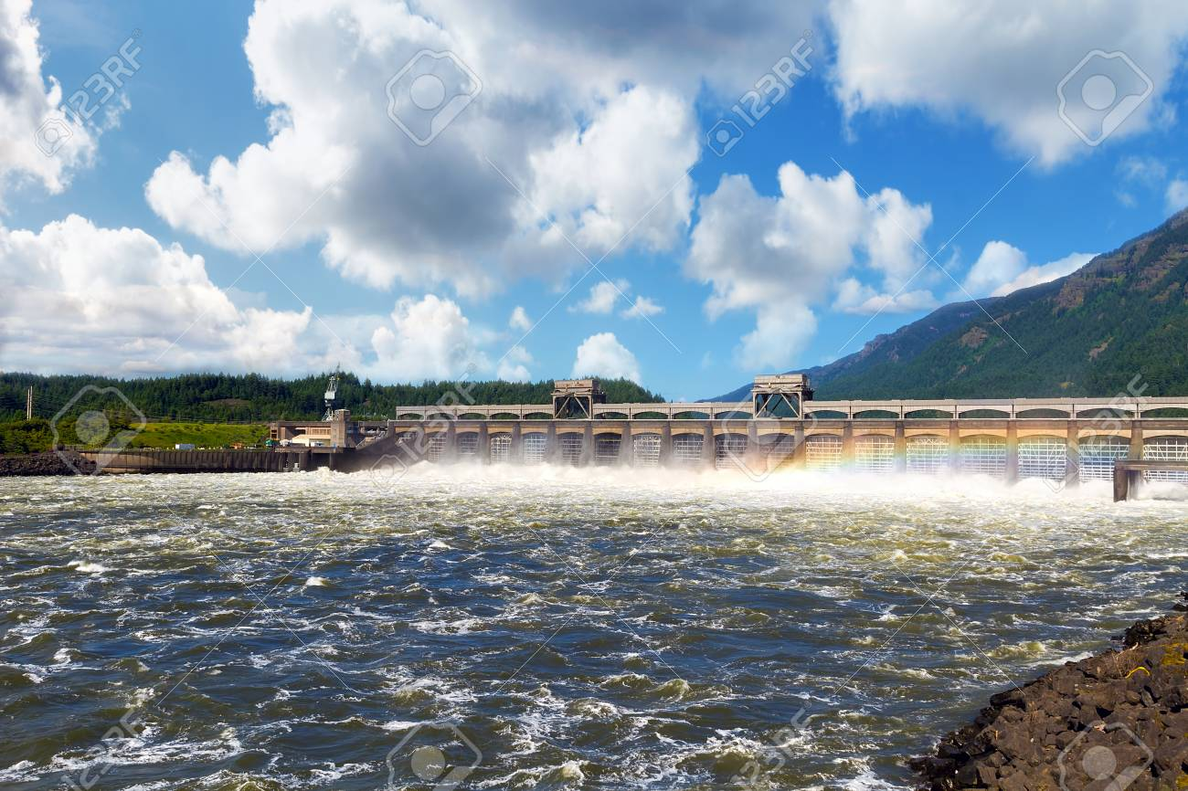 Bonneville Dam on Columbia River Gorge between Oregon and Washington - 98724539