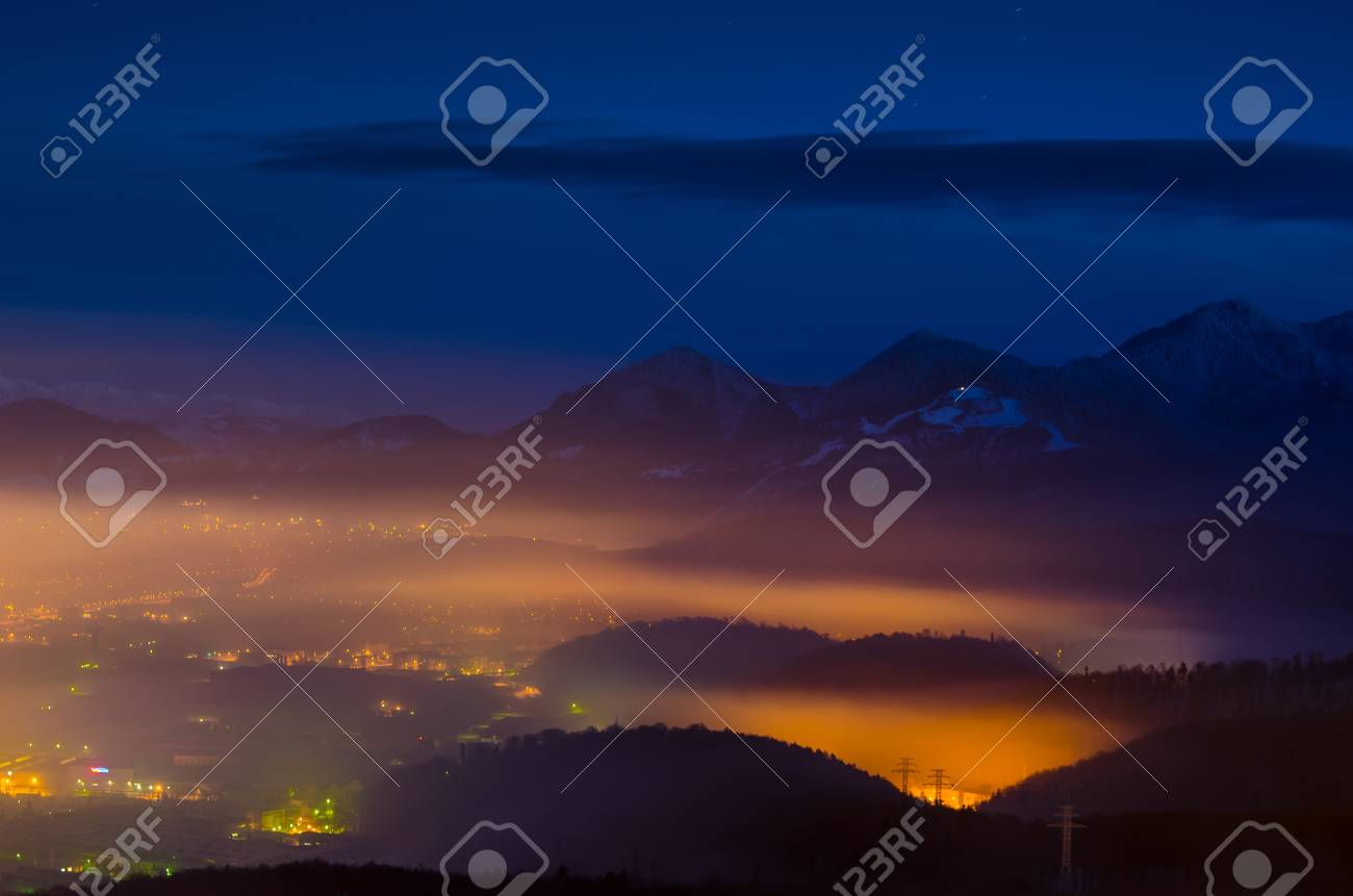 Immagini Stock Una Esposizione Notte Sulla Città Di Brasov Con