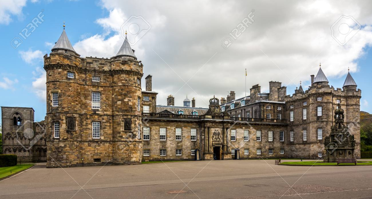 holyrood palace is the official residence of the british monarch rh 123rf com