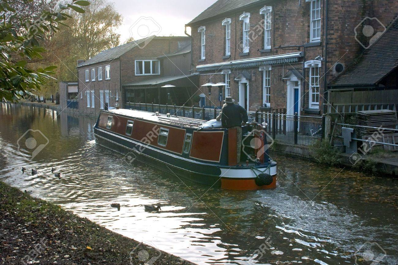 A narrow boat or barge on the worcester and birmingham canal stoke prior worcestershire. Stock Photo - 2414661