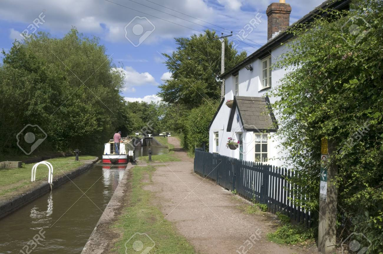 The Worcester and Birmingham canal at Tardebigge canal village in Worcestershire, the Midlands, England. Stock Photo - 3962726