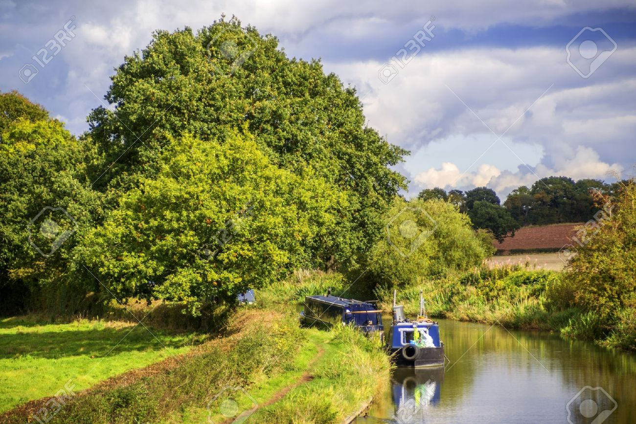 a canal on the inland waterways network of navigable canals and waterways in the english and british countryside in the uk, united kingdom, great britain, europe Stock Photo - 16121186