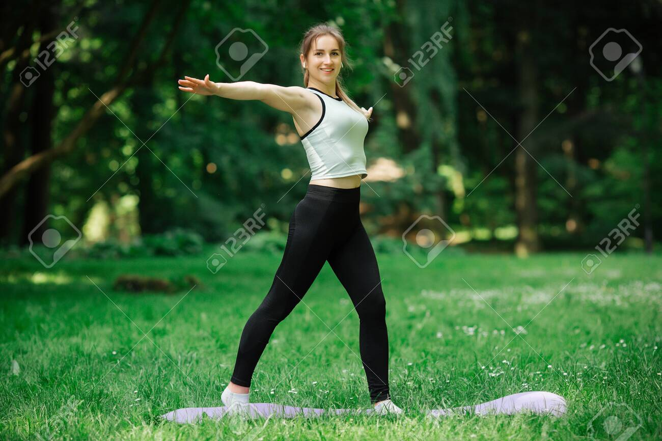 healthy lifestyle, girl playing sports,. She is in sportswear - 150332318