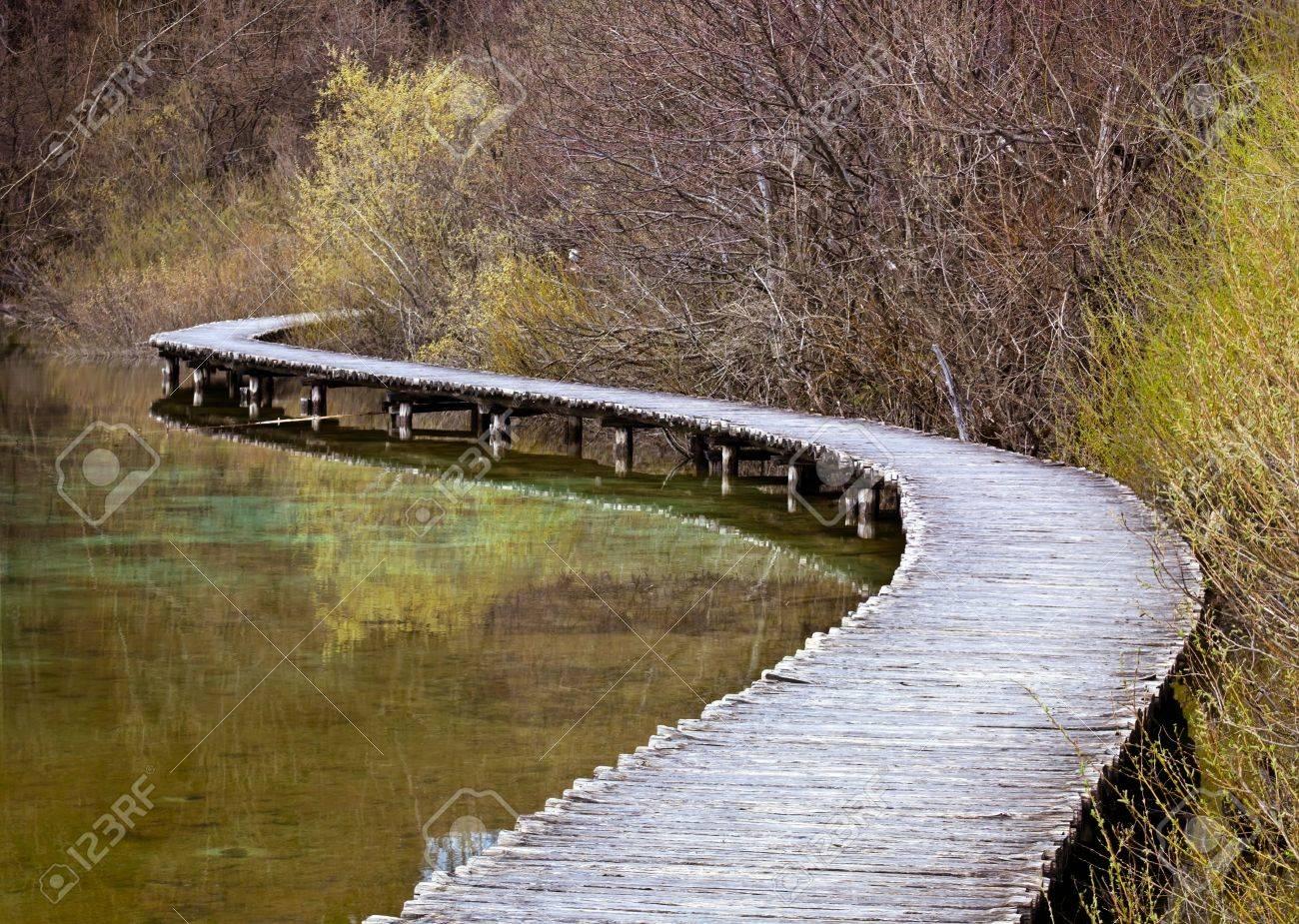 Curved wooden path in the Plitvice lakes (Plitvicka jezera) national park, Croatia, Europe. Season: Early spring. - 4700079